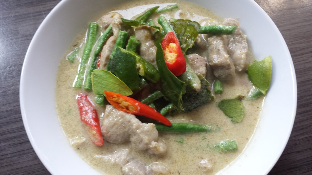 Khaeng Kieuw Wan Kai - Groene Curry met Kip